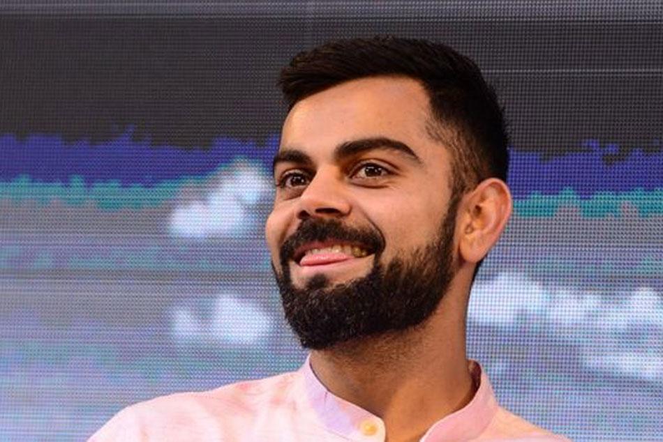 IND vs ENG 1st Test: ఇంగ్లండ్ అభిమానికి విరాట్ కోహ్లీ స్పెషల్ గిఫ్ట్.. ఆనందంలో తబ్బిబైన చిన్నారి!!