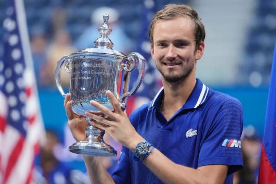 <strong>US Open 2021: ప్రపంచ నంబర్వన్కు షాక్.. యూఎస్ ఓపెన్ విజేత మెద్వెదెవ్!!</strong>