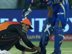 Watch Mohammad Nabi Wins Hearts Ties Hardik Pandya S Shoe Laces During Srh Vs Mi