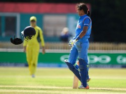Icc Women World Cup 2017 Harmanpreet Kaur Loses Cool At Deepti Sharma