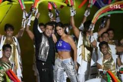 Salman Khan Katrina Kaif Dazzle At Isl 2017 18 Opening Ceremony