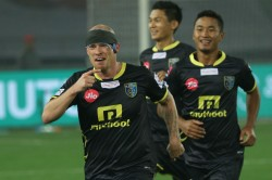 Iain Hume S Hat Trick Does The Trick Kerala Blasters Against Delhi Dynamos
