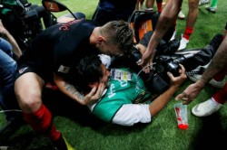 World Cup Croatia Players Crash Into Photographer Kiss Him In Goal Celebration