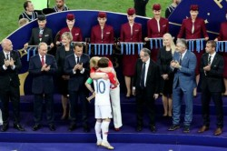 Extraordinary Moment Fifa Official Busted Lifting World Cup History