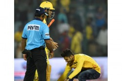 Dhoni Fans Once Again Breach Security To Touch His Feet During An Ipl Match