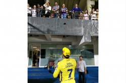Viral Fans Go Gaga As Ms Dhoni And Shah Rukh Khan Are Clicked In The Same Frame During Csk