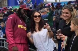 World Cup 2019 Chris Gayle Treats Fans With Autographs And Selfies