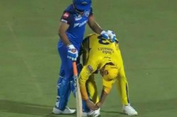 Ipl 2019 Csk Vs Dc Suresh Raina Tying Rishabh Pant S Shoelaces