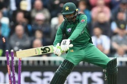 Video Shoaib Malik Clatters His Own Stumps Twitter Can T Stop