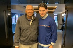 See Pic Mahesh Babu S Fanboy Moment With Cricket Legend Andy Roberts
