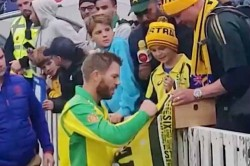 Icc Cricket World Cup 2019 David Warner Gifts Young Australian Fan