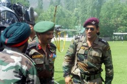 Ms Dhoni Fulfils Promise Begins Training With Parachute Regiment