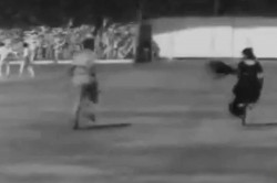 Twitter Crowns 1975 Pitch Invader Winner Of Sareetwitter