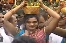 Pv Sindhu Offers Bonam To Lal Darwaja Simhavahini Mahankali Temple