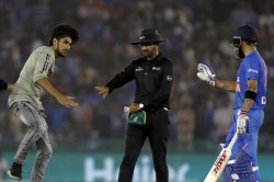 India Vs South Africa 2nd T20i Fan Tries To Shake Hands With Virat Kohli Taken Off Field