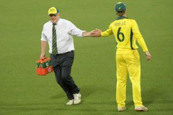 Sri Lanka Vs Australia Australian Pm Scott Morrison Carries Drinks In Warm Up Match