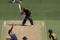 Glenn Maxwell Played Ms Dhoni S Helicopter Shot With Stunning Six