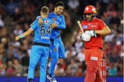 Aaron Finch Caught Ball Watching Needlessly Loses Wicket Against Adelaide Strikers