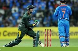 Netizens Troll Pakistan Cricketer Shoaib Malik For Cheeky Christmas Greeting
