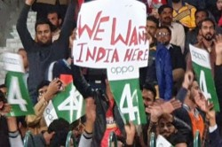 Psl 2020 Lahore Cricket Fans Hold Placards Urging Team India To Play In Pakistan