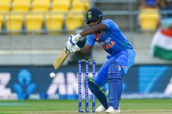 India Vs New Zealand 5th T20i Twitter Trolls Sanju Samson As He Throws Away His Wicket Again