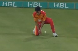 Akif Javed Makes Horrible Fielding Error To Gift A Boundary To Imad Wasim In Psl