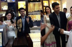 Old Pic Of Tamannaah Bhatia With Pakistani Cricketer Abdul Razzak In A Jewellery Shop Goes Viral