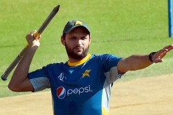 Shahid Afridi Buys Mushfiqur Rahim S Auctioned Bat To Raise Funds For Coronavirus Victims