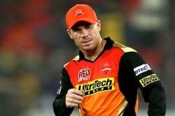 David Warner S Daughter Gives Him Catching Practice Australia Batsman Misses Hat Trick