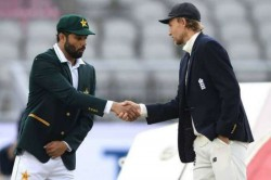 England Vs Pakistan Azhar Ali Joe Root Forget Coronavirus Rules Shake Hands After Toss