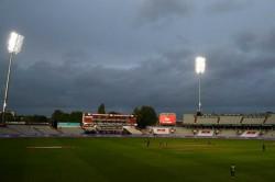 England Vs Pakistan Tom Banton Wages Lone Battle Against Pakistan Before Rain Wins