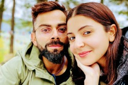 Ipl 2020 Did You Eat Virat Kohli Asks His Wife Anushka Sharma Through Hand Gestures