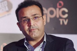 Ipl 2020 Dc Vs Csk Ms Dhoni Fan Punches Virender Sehwag Over Axar Patels Last Over Heroics