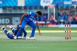 Ipl 2020 Mumbai Indians Wicketkeeper Quinton De Kock Comedy Dismissal Against Delhi Capiatals Match