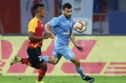 Isl 2020 21 Le Fondre Santana Goals Give Mumbai City 3 0 Win Against Sc East Bengal