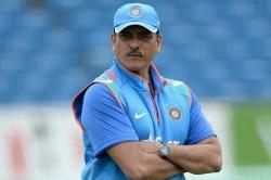 India Vs Australia 1st Test Netizens Demand To Replace Ravi Shastri With Rahul Dravid