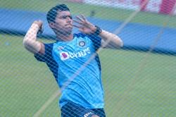Ashish Nehra Picks Navdeep Saini For Third Fast Bowler S Slot For Sydney Test