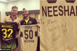 James Neesham Gifts His Jersey To Glenn Maxwell After Hits 2 Sixes And 4 Boundaries In An Over