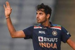 Srh S Bhuvneshwar Kumar Wins Icc Player Of The Month Award