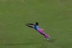 Rr Vs Pbks Chetan Sakariya Takes Spectacular Diving Catch To Remove Nicholas Pooran