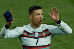 Cristiano Ronaldo S Throw Away Armband Sold For Over Usd 75 000 To Help Serbian Baby