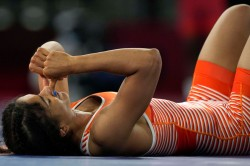 Tokyo 2020 Wrestler Vinesh Phogat Suffers Upset Defeat In Quarters Anshu Malik Loses In Repechage
