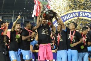 ISL 2020 21: ఛాంపియన్ ముంబై.. ఫైనల్లో మోహన్బగాన్కు నిరాశ!!