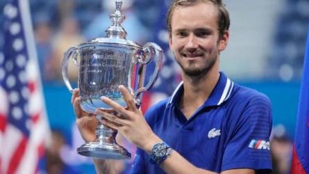 US Open 2021: ప్రపంచ నంబర్వన్కు షాక్.. యూఎస్ ఓపెన్ విజేత మెద్వెదెవ్!!