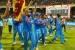 భారత జెండా పట్టుకుని స్టేడియంలో తిరిగిన లంకేయులు